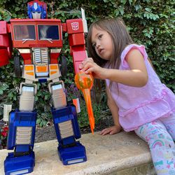 She also programmed Optimus to pose this way.
