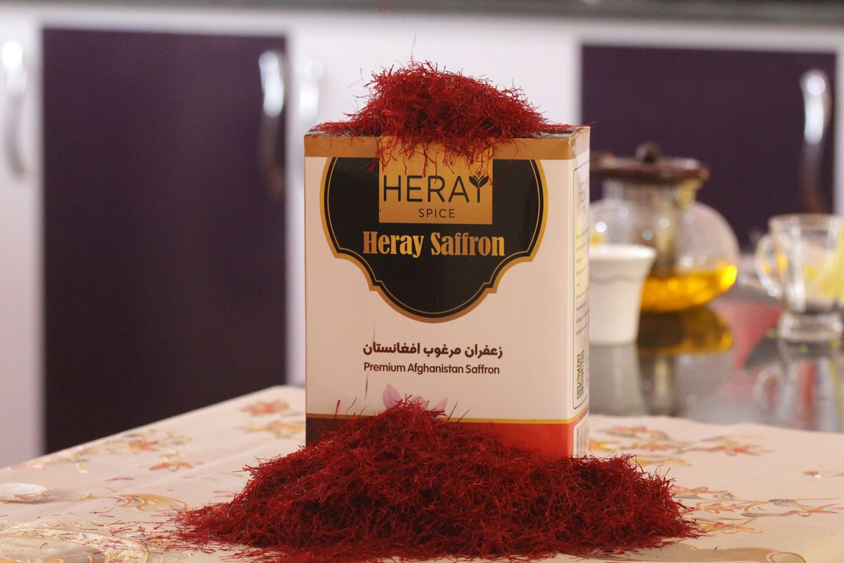 A box of Heray saffron behind a pile of saffron