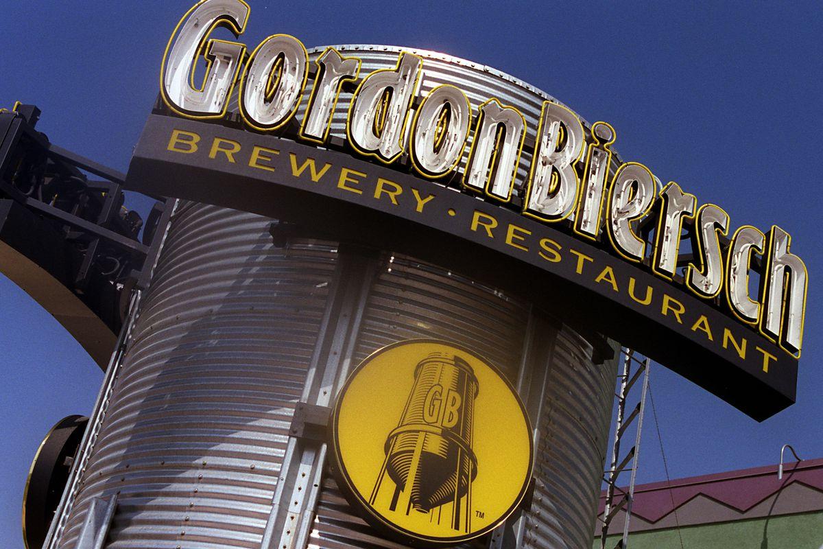 CA.Biersch.Sign.RDL (9/17/98) (Anaheim, CA) The exterior of the Gordon Biersch brewery restaurant in