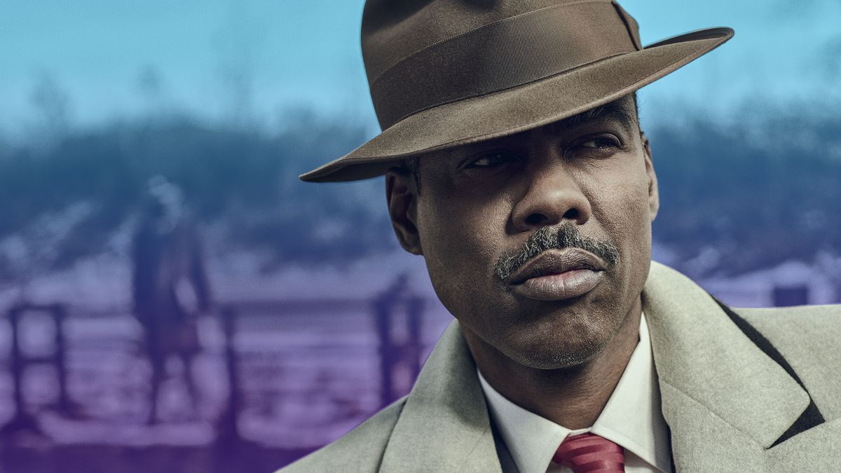 Chris Rock in period hat and coat.