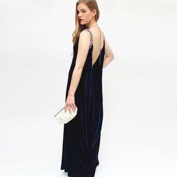 "<a href=""https://www.stylelend.com/#!item/midnight""> Reem Acra</a>, Size 4, $150"