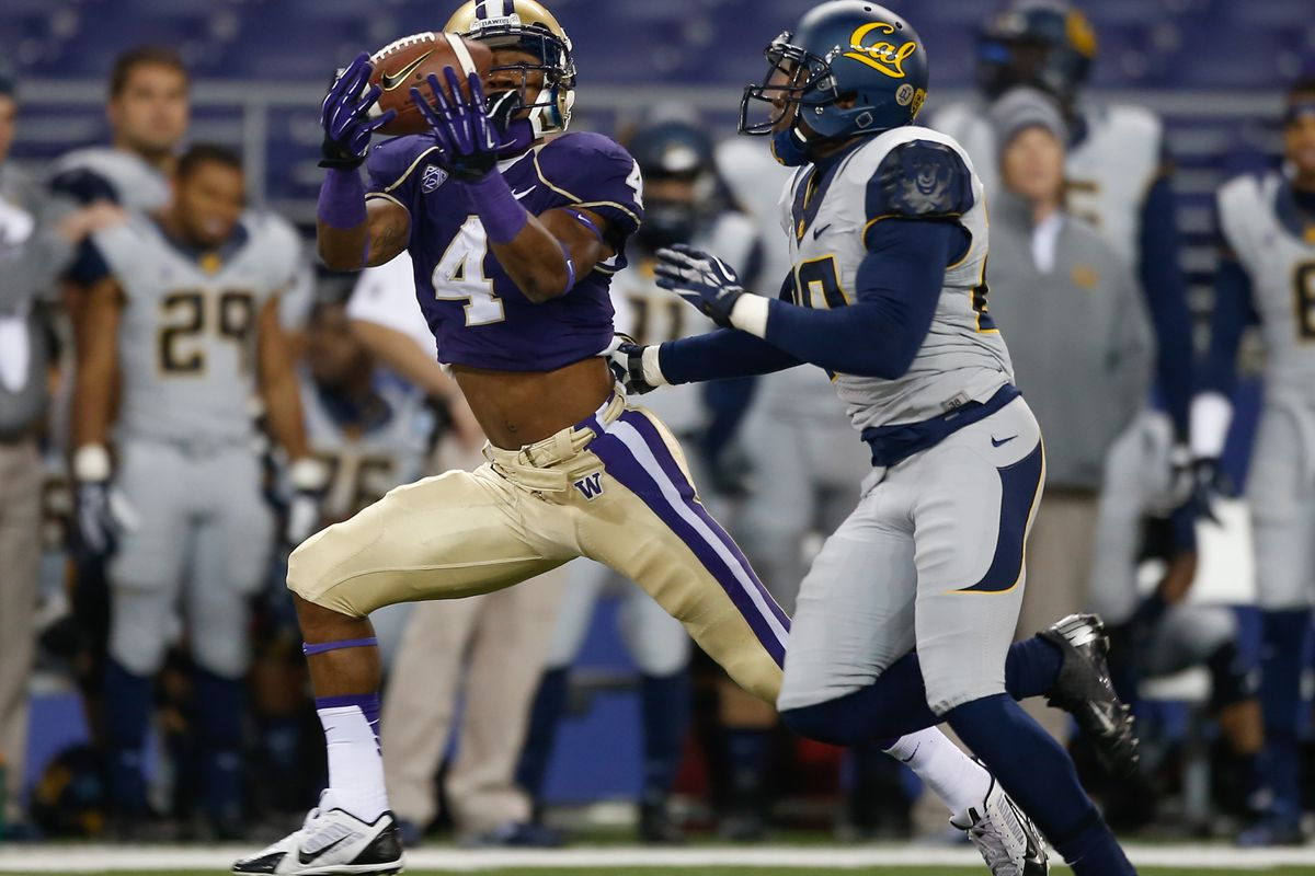 WR Jaydon Mickens rocks the old-school bare-midriff look on his way to a huge game