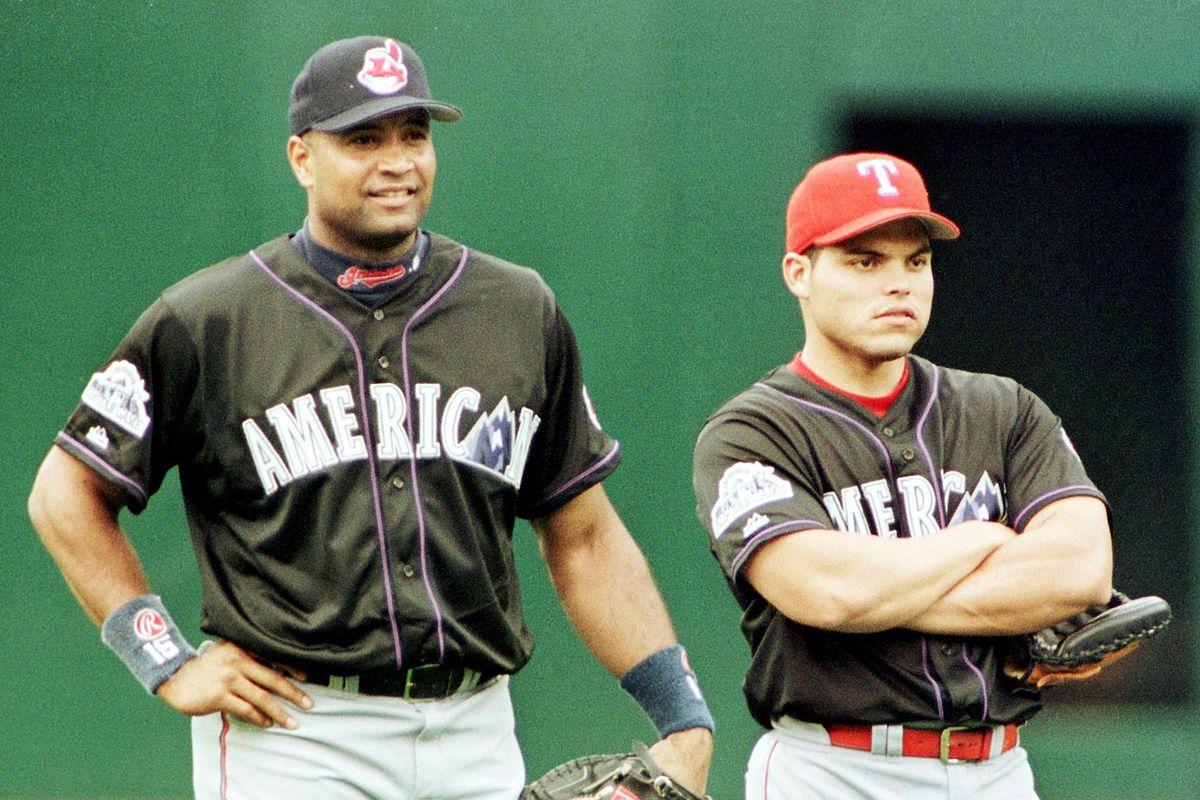 American League catchers Sandy Alomar Jr. (L) of t