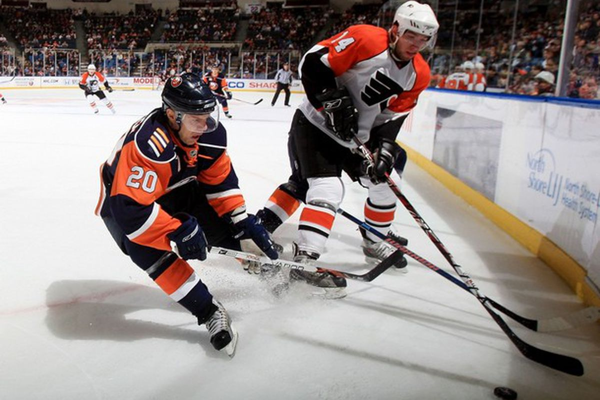 Flyers winger Andreas Nodl battles for a loose puck in New York.