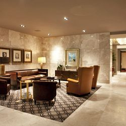 Guests love the comfy waiting area in the lobby that features Picasso paintings and antique-style furniture.