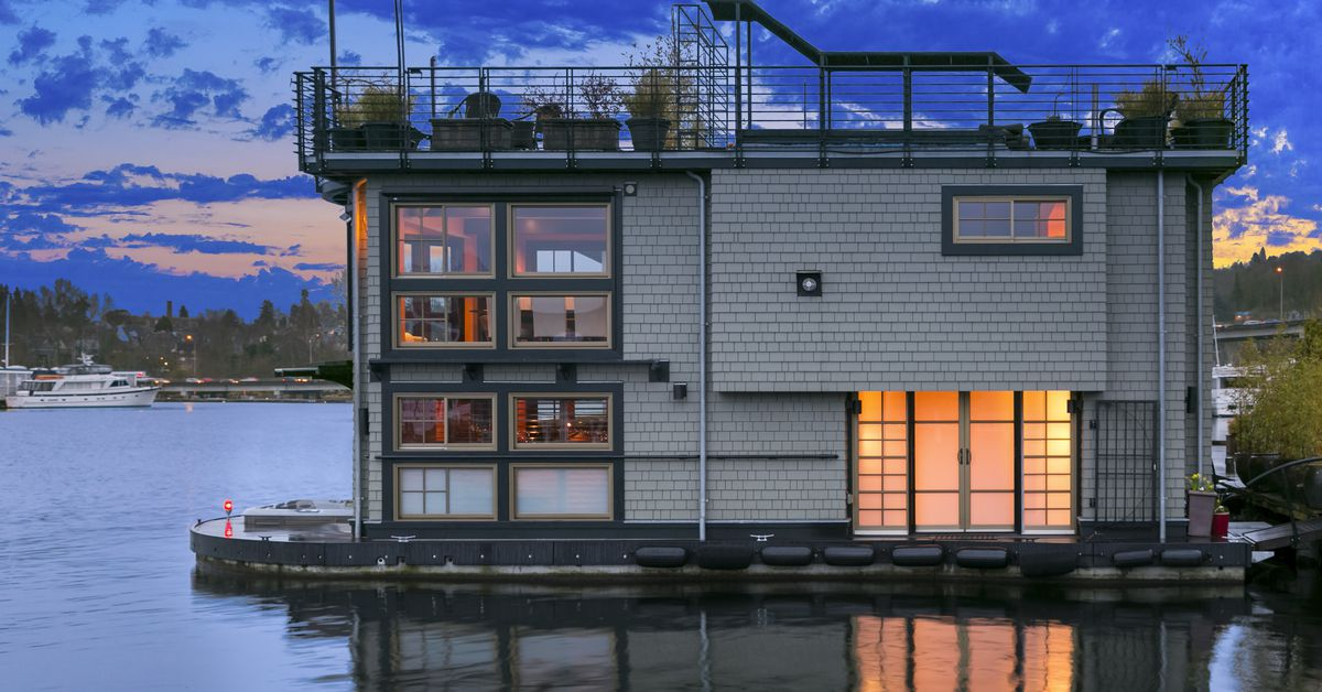 5 houseboats and floating homes for sale in seattle right now curbed seattle. Black Bedroom Furniture Sets. Home Design Ideas