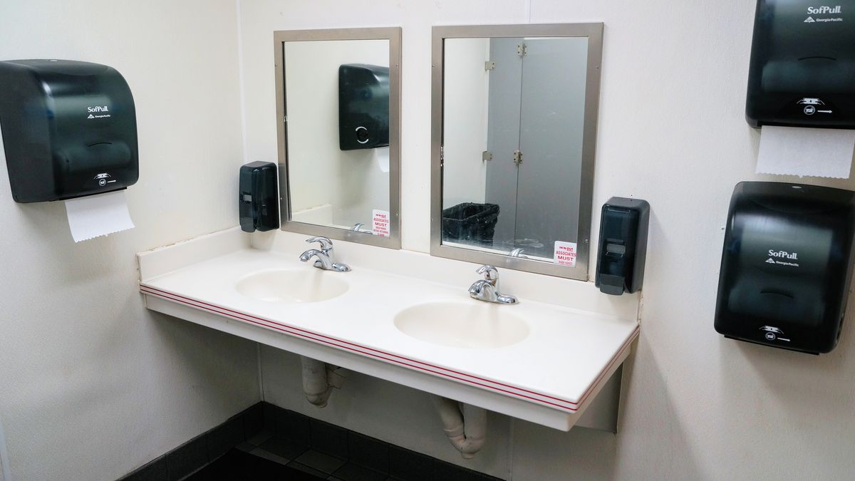 In-N-Out Burger bathrooms