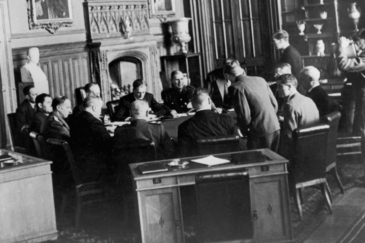 Meeting in the palace near Yalta.