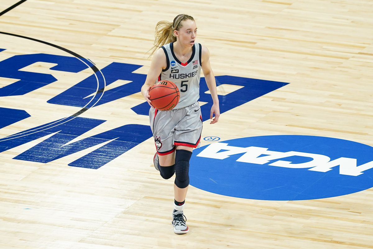 UConn Huskies guard Paige Bueckers dribbles in the first half against the Syracuse Orange at the Alamodome.