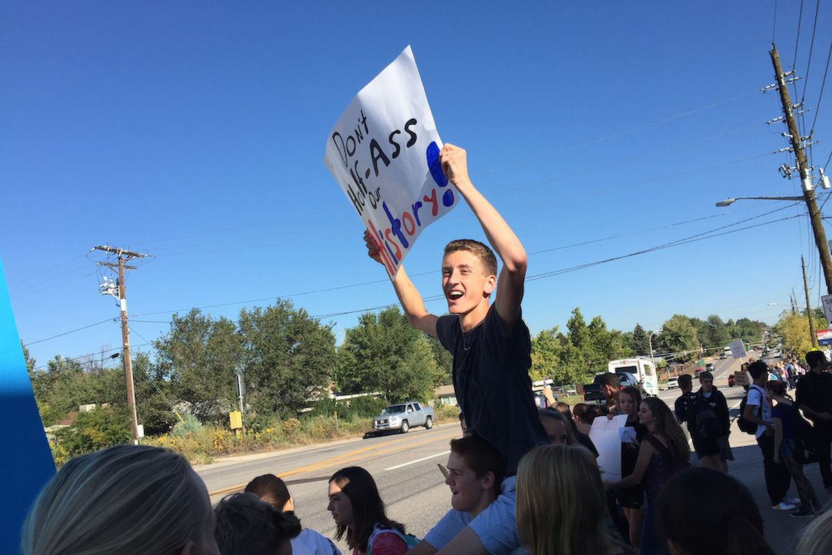 Lakewood High School students left their homerooms this morning to protest a proposed curriculum review committee they believe could lead to censorship. Unlike earlier protests at other stchools, most students returned to class 20 minutes later.