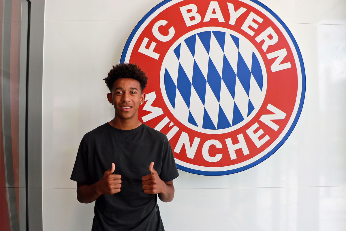 FC Dallas defender Chris Richards gives the thumbs up after signing a six-month loan with Bayern Munich.