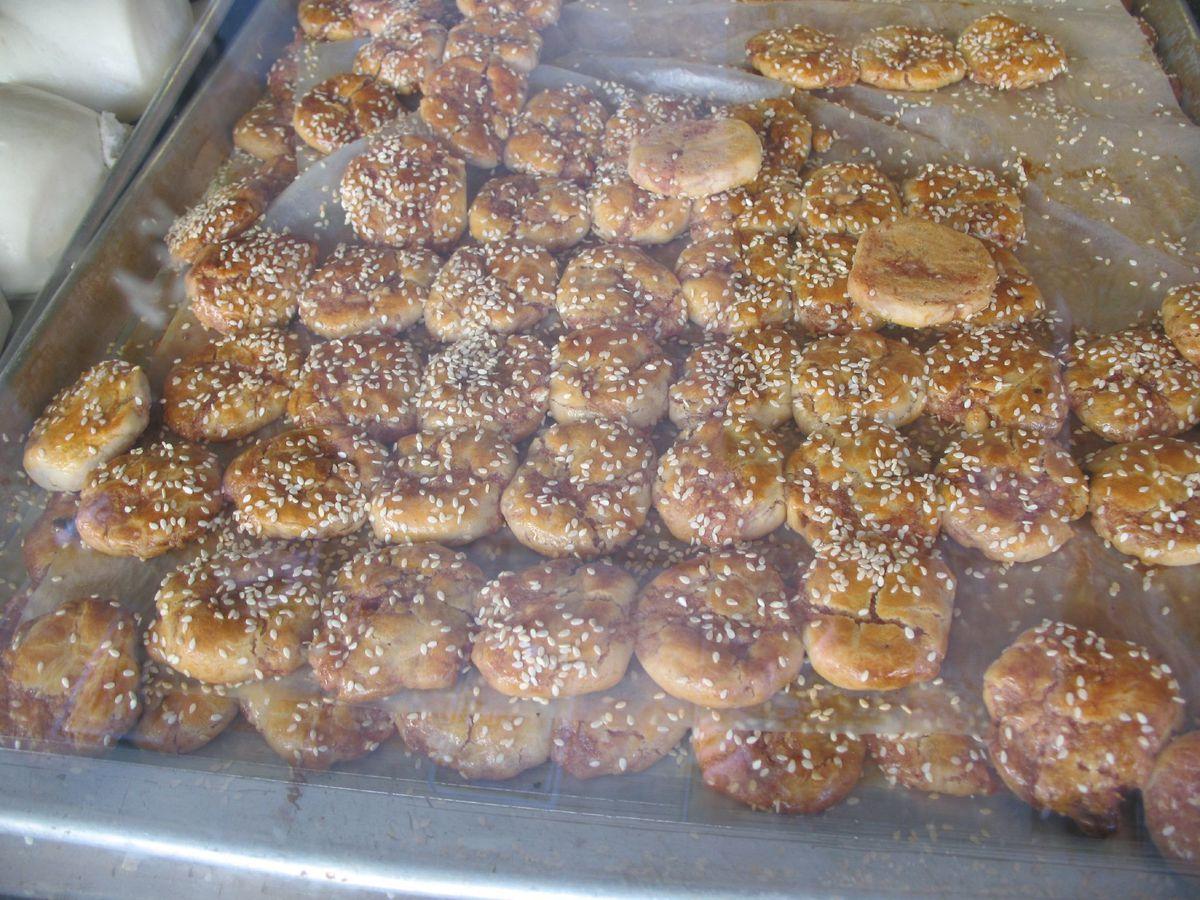 Sesame cookies at Good Mong Kok