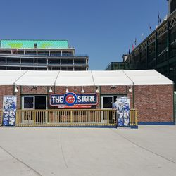 New Cubs Store at south end of plaza -
