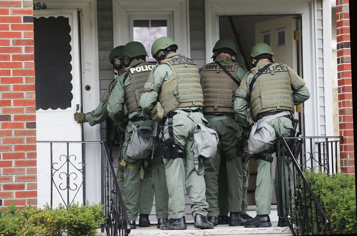 Cops Do 20 000 No Knock Raids A Year Civilians Often Pay The Price When They Go Wrong Vox