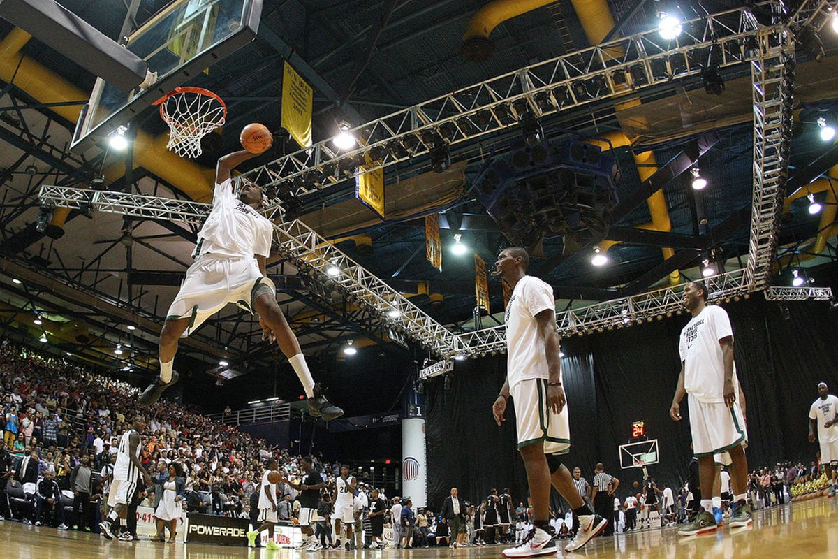 MIAMI, FL - OCTOBER 08:  Kevin Durant dunks during the South Florida All Star Classic at Florida International University on October 8, 2011 in Miami, Florida.  (Photo by Mike Ehrmann/Getty Images)