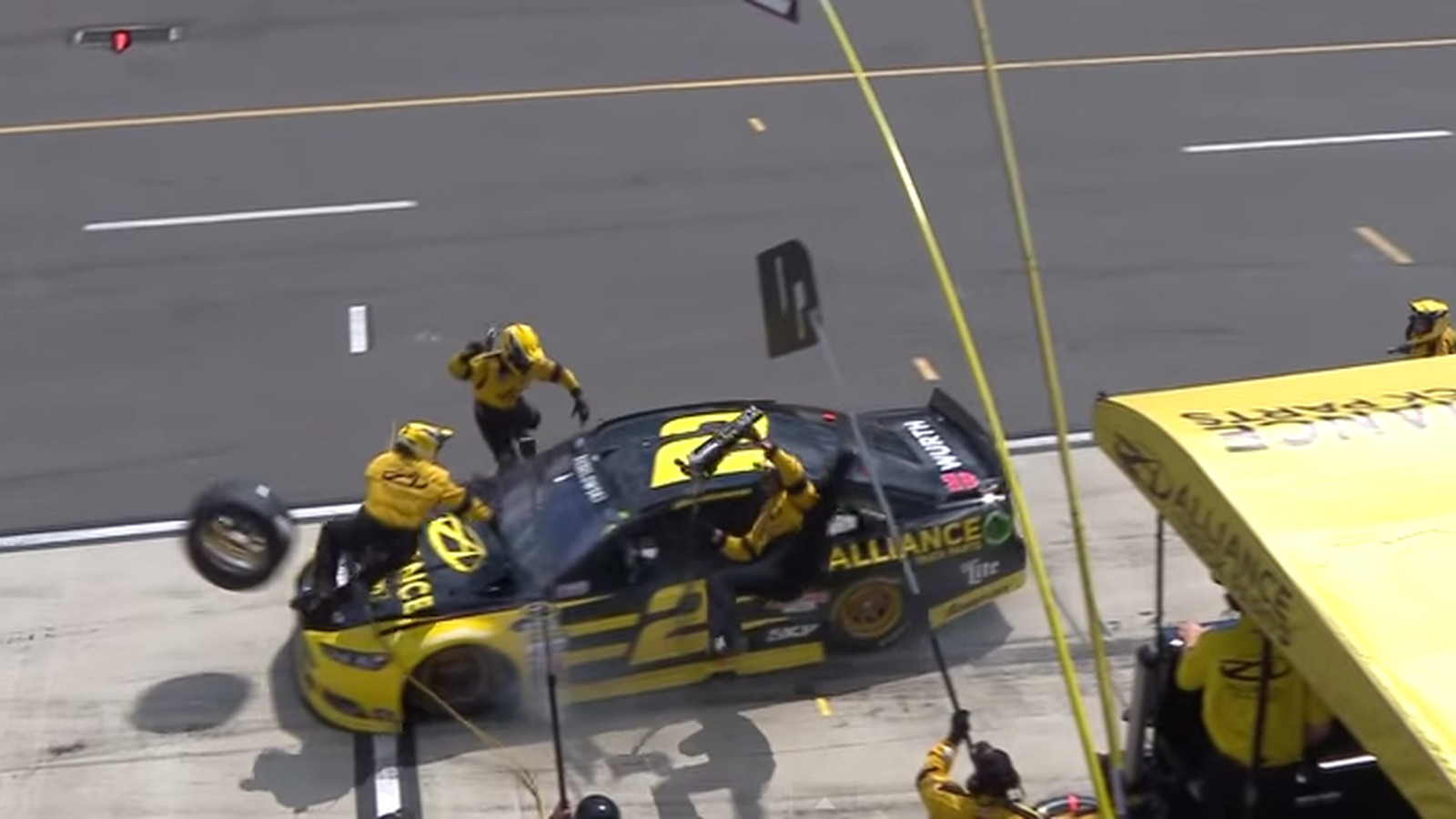 brad keselowski runs over crew in wild nascar pit stop. Black Bedroom Furniture Sets. Home Design Ideas