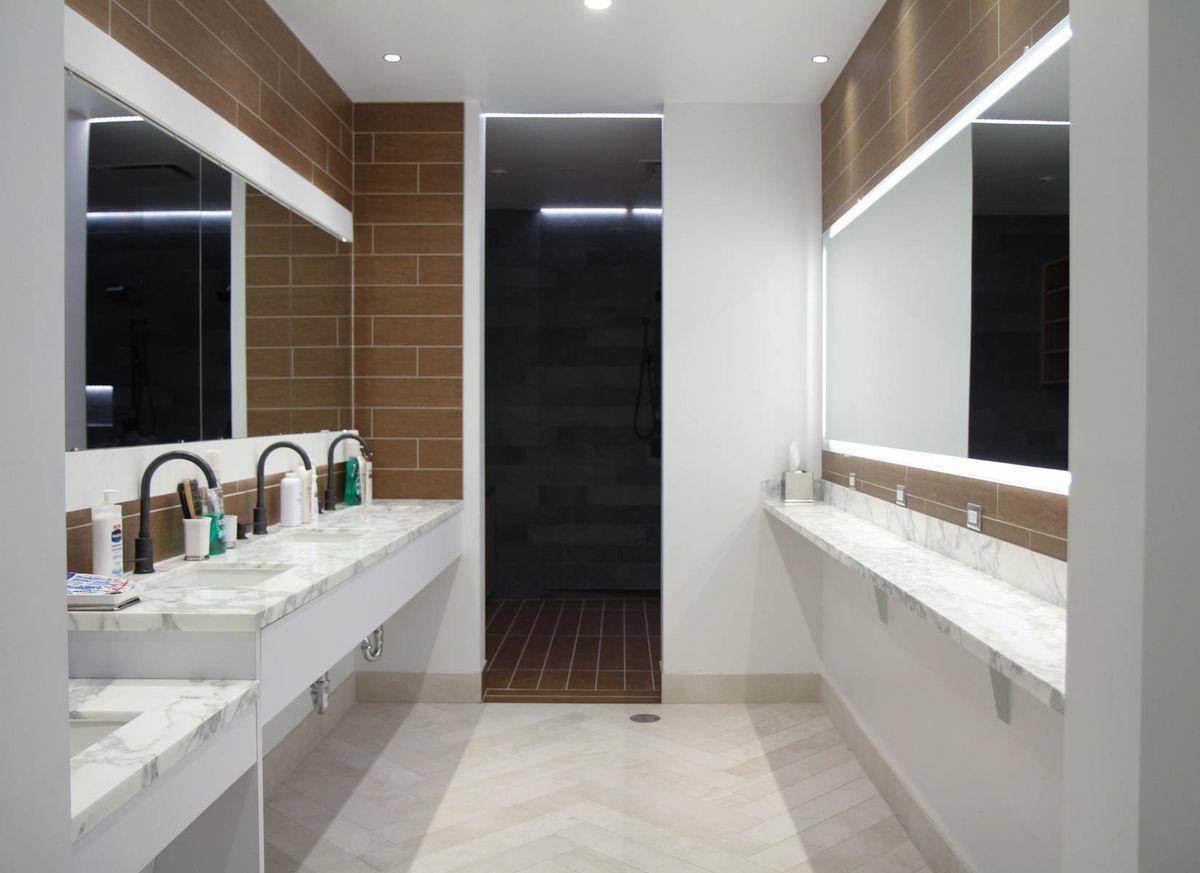 Row of sinks with quartz countertops