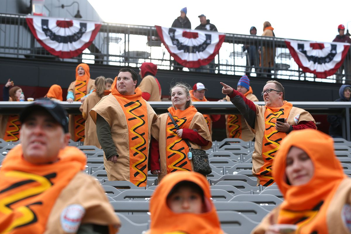 Weather delays his return, but the Carlos Zambrano effect is in full force for the independent Chicago Dogs