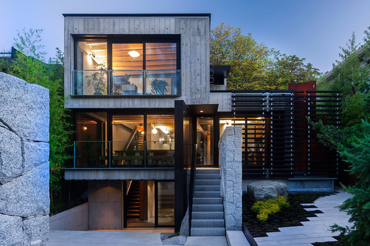 Mod Canadian House Puts Its Rugged Concrete On Center