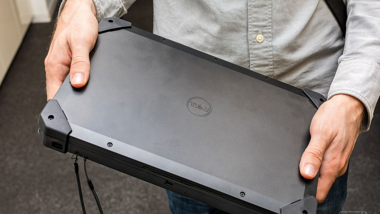 Dell's New Rugged Tablet is a Clunky Giant that Runs Windows 7