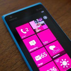 """<a href=""""http://www.theverge.com/2012/4/3/2921472/lumia-900-review"""">Nokia Lumia 900</a>"""