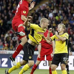 Liverpool's Sebastian Coates from Uruguay, left, fights for the ball against Young Boys' Juhani Ojala from Finland, center, and Christoph Spycher, right, during the UEFA Europa League Group A soccer match between BSC Young Boys Bern and Liverpool FC at the Stade de Suisse in Bern, Switzerland, Thursday, September 20, 2012.