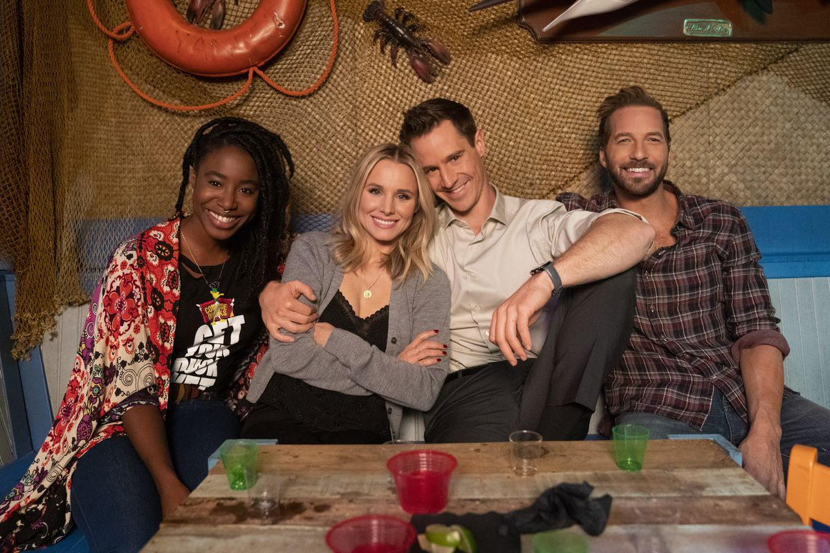 The cast of the Veronica Mars show sitting on a couch, from left to right: Kirby Howell-Baptiste (Nicole), Kristen Bell (Veronica), Jason Dohring (Logan), and Ryan Hansen (Dick).