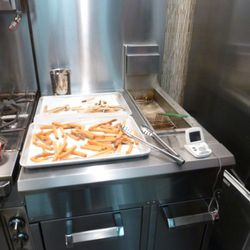 The double-fry set-up.  There will be something similar to this on the truck and they will be using a high-performance oil.