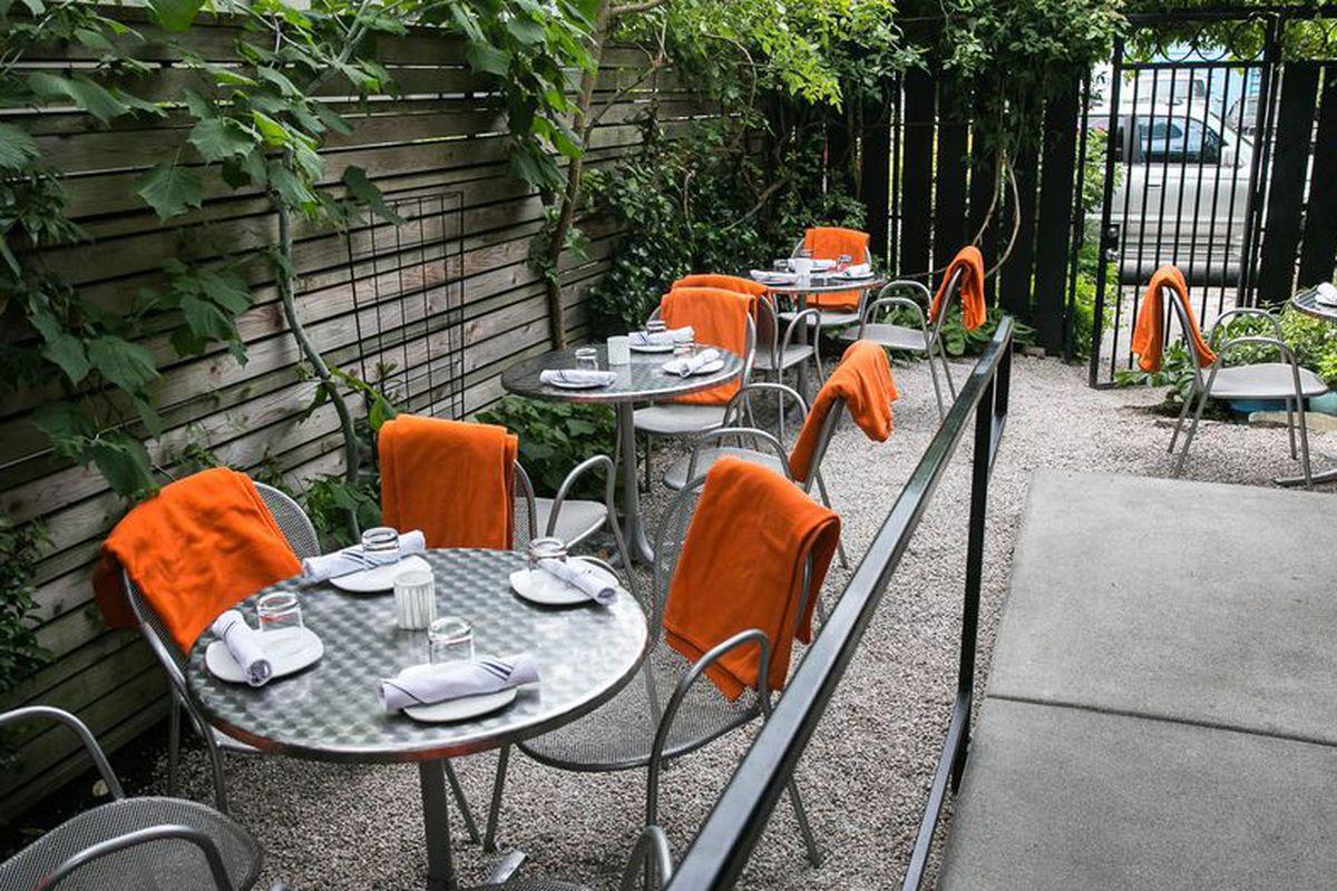 Brimmer & Heeltap patio