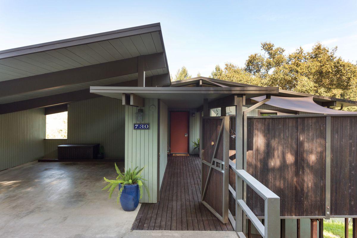 Midcentury-modern home near Tilden Park asks $1.19 million - Curbed SF