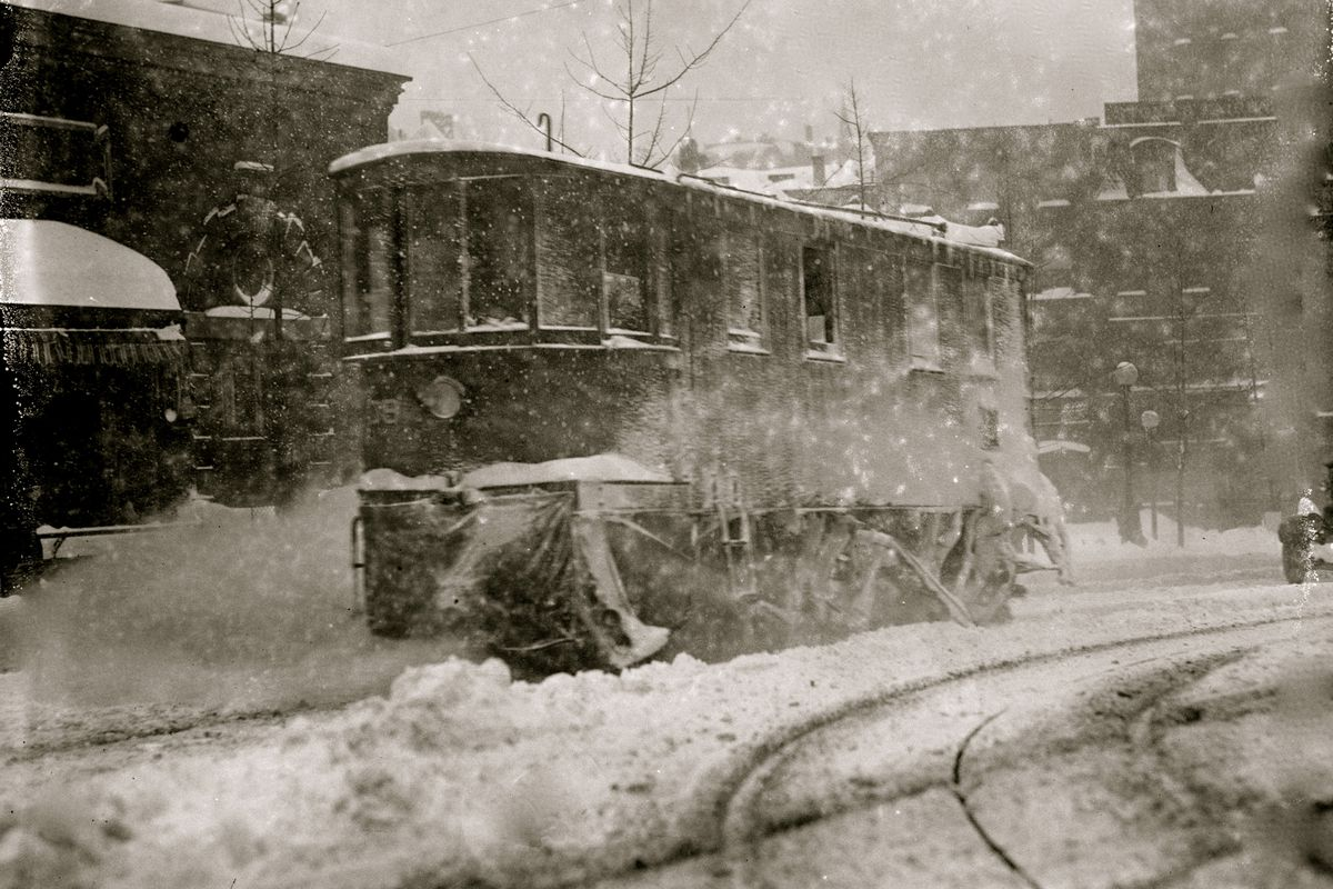 A streetcar during the 1888 blizzard. Herbert A. French/Buyenlarge/Getty  Images