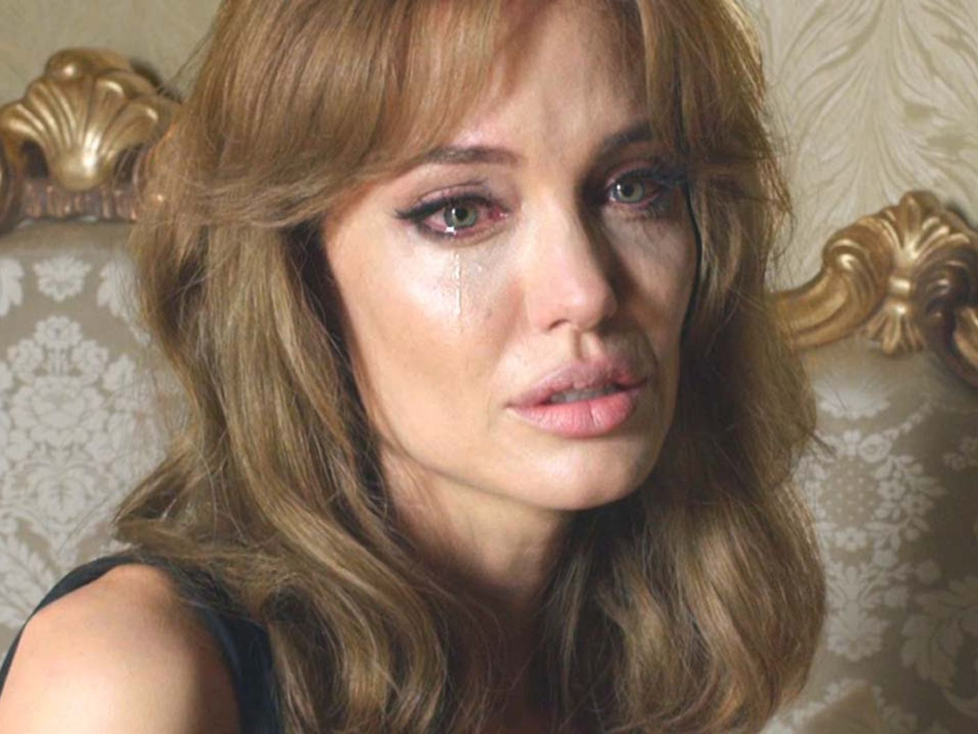 How Hard Is Angelina Jolie S Wig Working In The Trailer For By Sea Verge