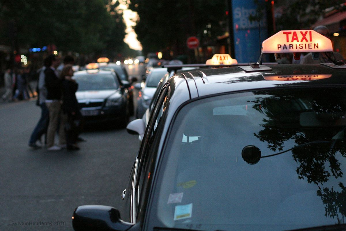 paris taxi (flickr)