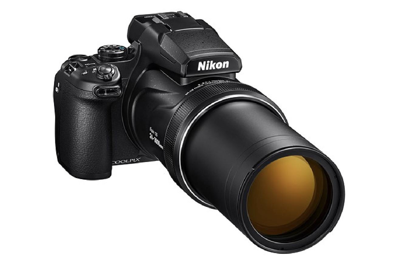 nikon s p1000 has a 125x zoom lens