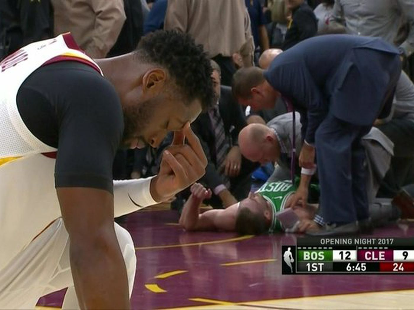Gordon Hayward Injury Dwyane Wade S Reaction Says How Bad It Was Sbnation Com