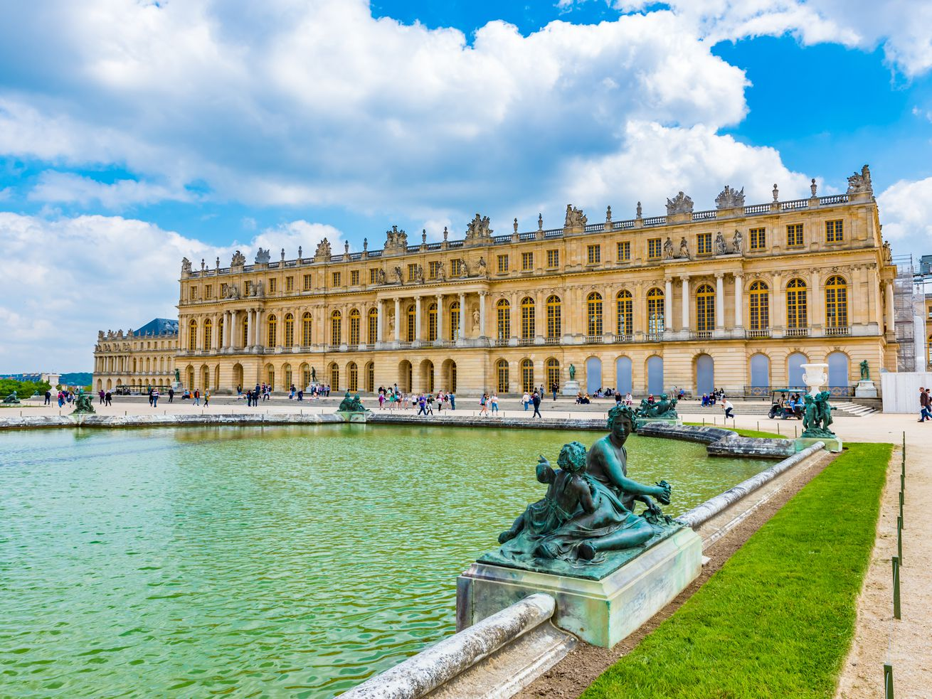 A hotel is opening at the Palace of Versailles