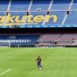 Messi and an empty Camp Nou