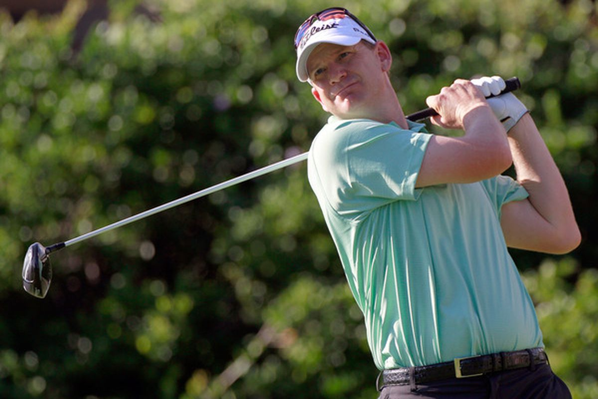 HONOLULU HI - JANUARY 14:  Tom Gillis hits a shot on the 6th hole during the first round of the Sony Open at Waialae Country Club on January 14 2011 in Honolulu Hawaii.  (Photo by Sam Greenwood/Getty Images)