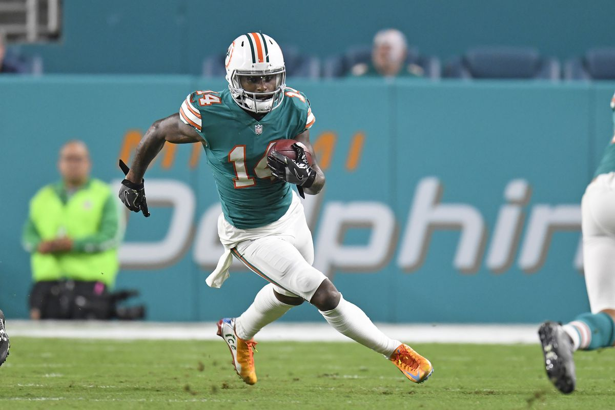 36fd41430d9 Miami Dolphins roster, free agents, and salary cap for 2018 - The ...