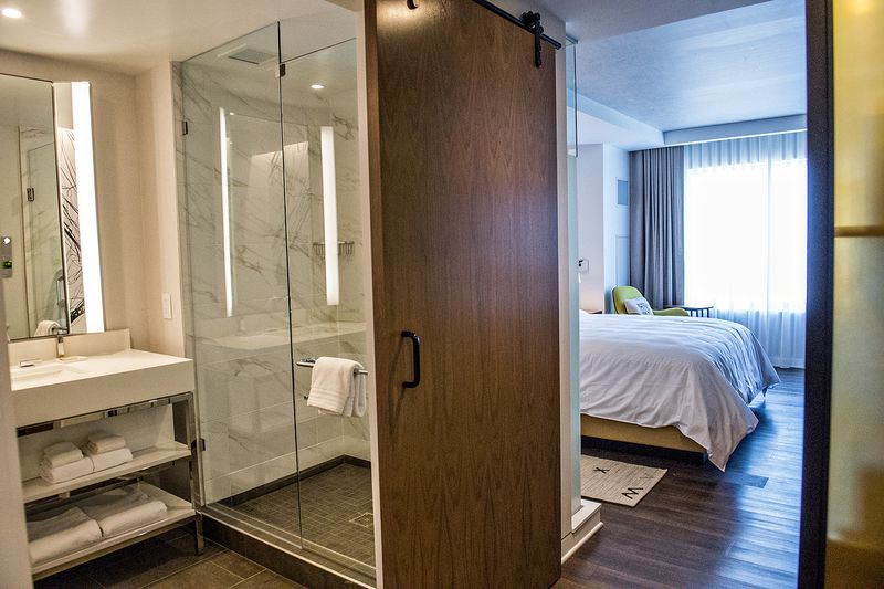 A Look Inside The More Standard Rooms At Renaissance Atlanta Airport Gateway Hotel
