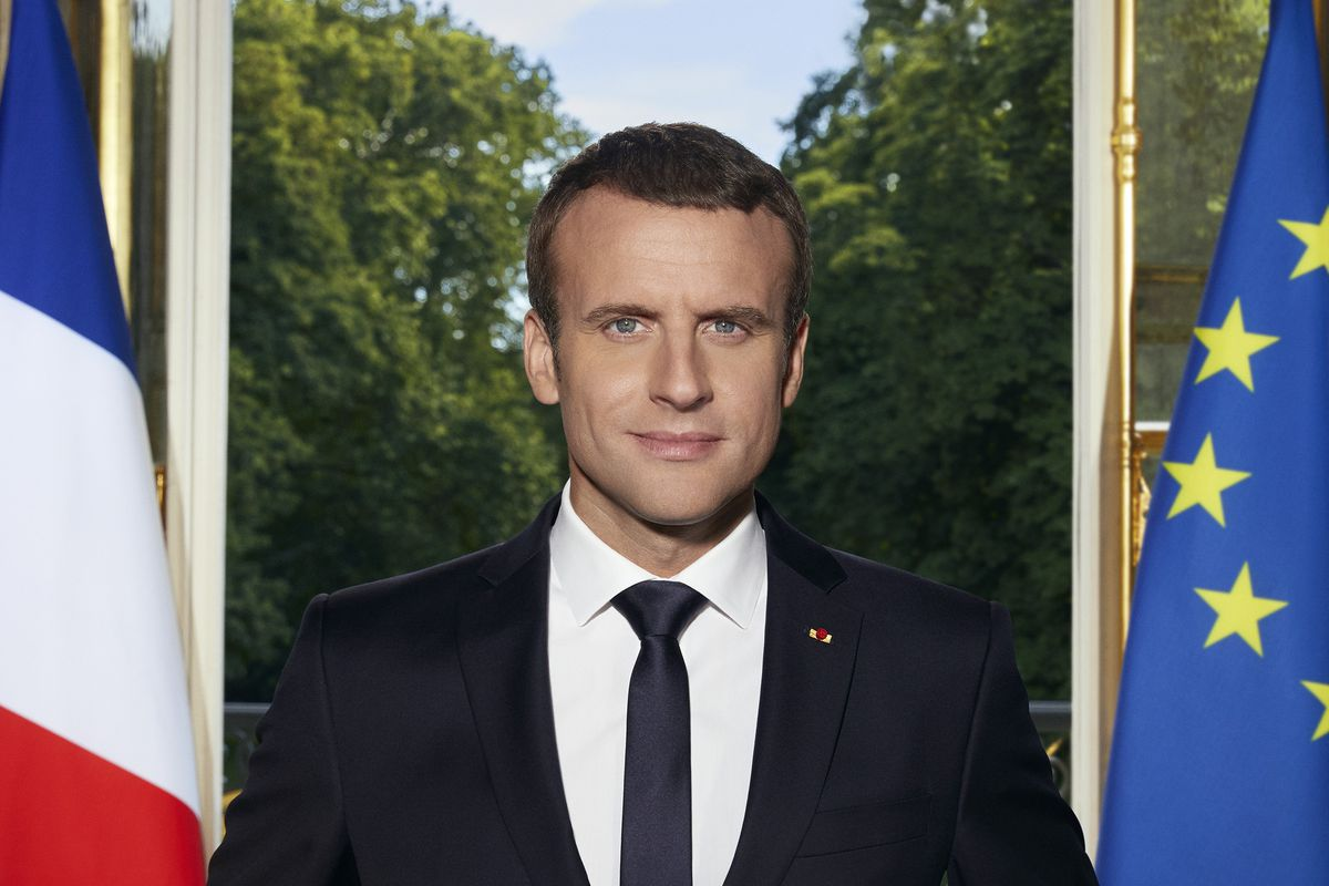 The French President S Official Photo Features Two Smartphones The Verge