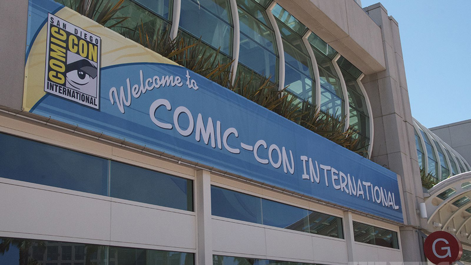 Why did United try to ban Comic-Con travelers from checking comic books?