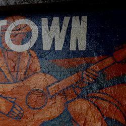 A mural in Uptown. | Brian Rich/ Sun-Times