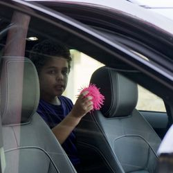 Nine-year-old Diogo waits in the car after reuiniting with his mother, Lidia Souza.  | Pat Nabong/For the Sun-Times