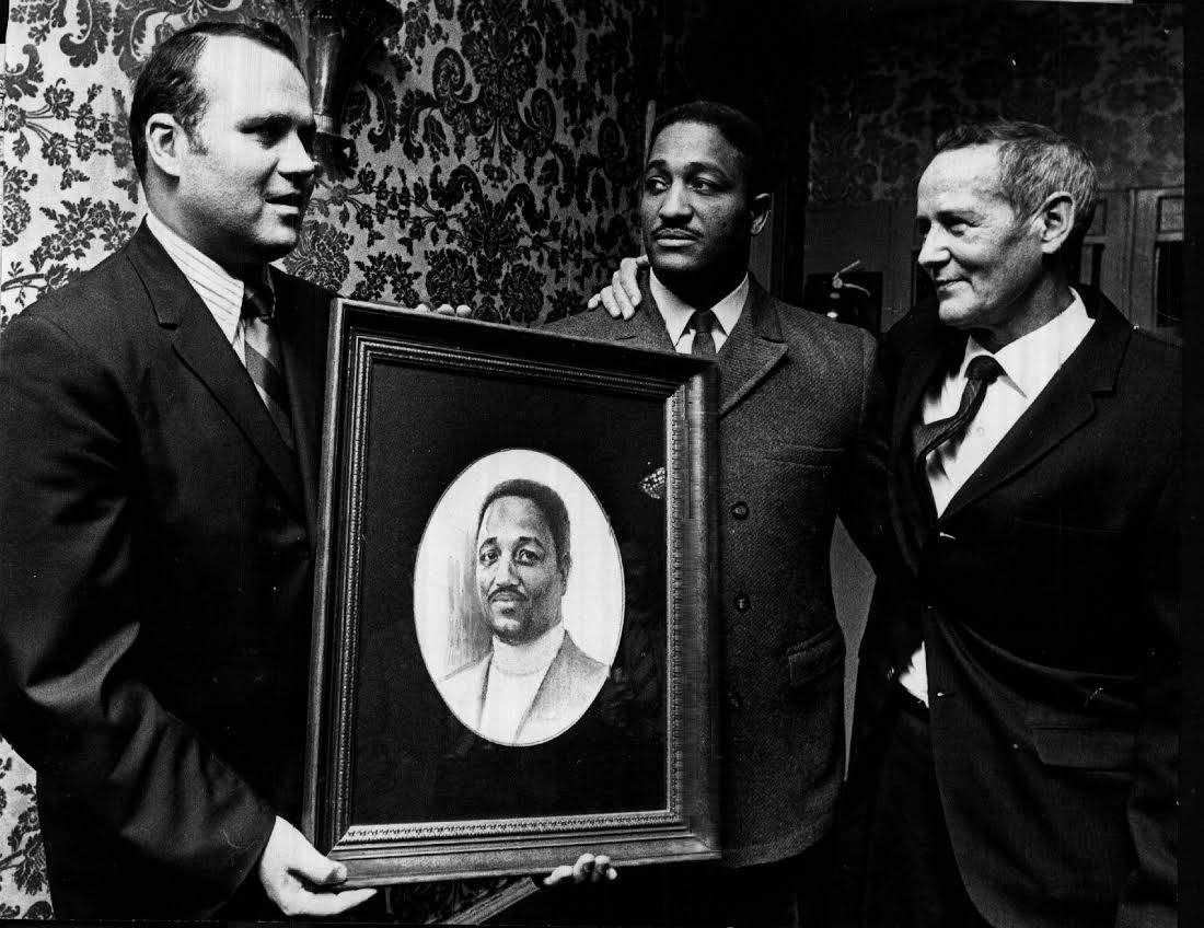 Sidney Bennett (center) was honored by Reader's Digest for his rescue of Sun-Times photographer Mel Larson (right). At left is Paul Gillerlain, a manager for the magazine.