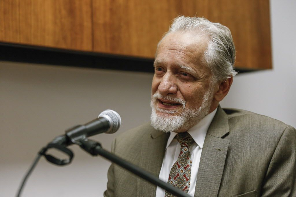 """American Islamic College president Daoud Casewit: With the Koran, """"because of its perceived divine source, you wanted to glorify it . . . make it very beautiful.""""   Rich Hein / Sun-Times"""