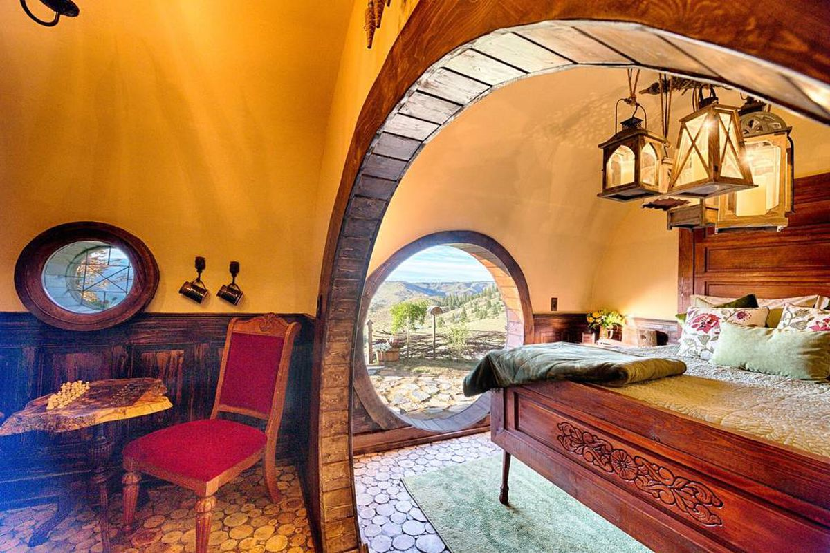 The Hobbit Hole Measures Just 288 Square Feet Via Airbnb