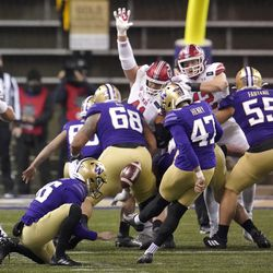 Washington's Peyton Henry (47) kicks a field goal against Utah during the first half of an NCAA college football game Saturday, Nov. 28, 2020, in Seattle.