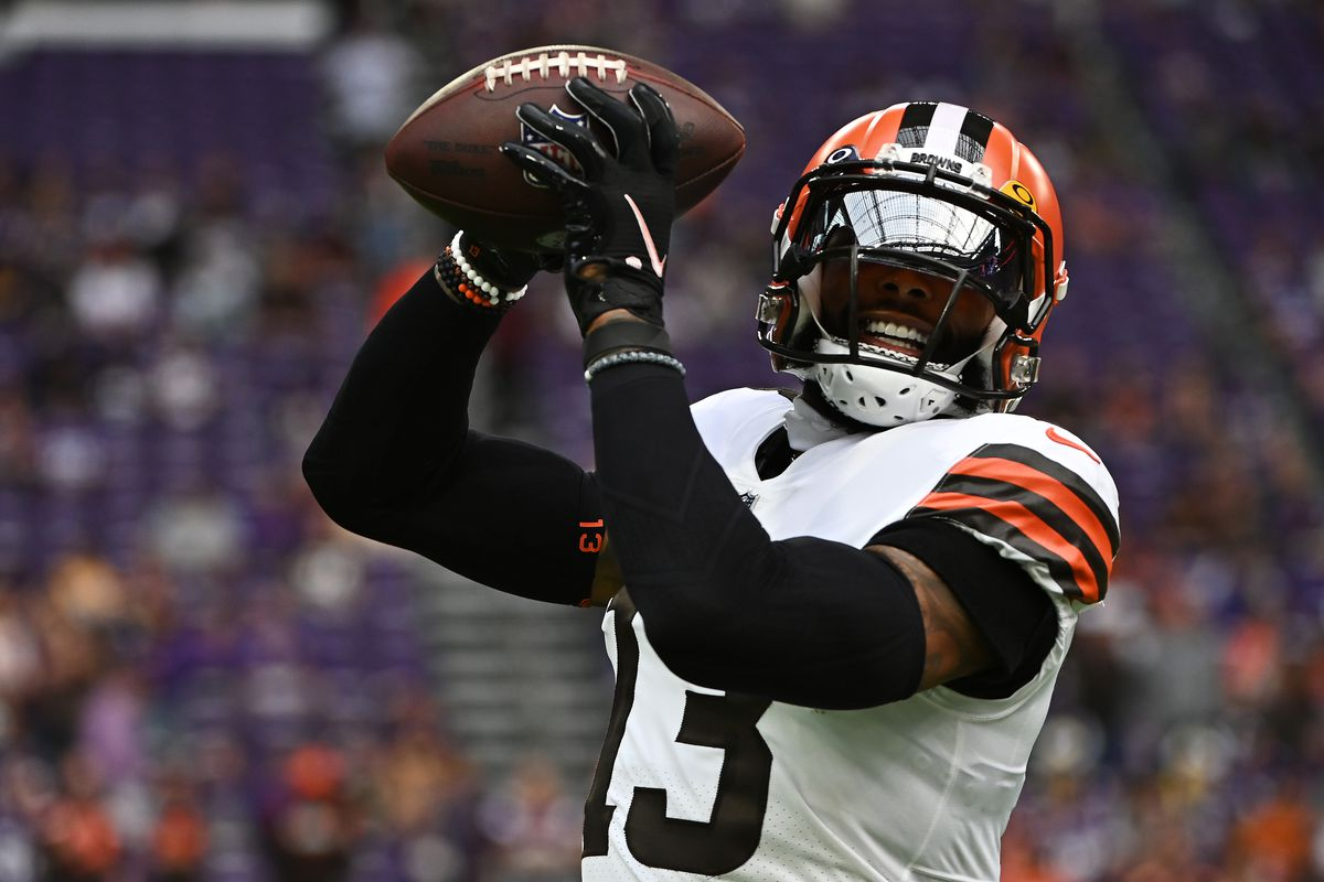 Odell Beckham Jr. #13 of the Cleveland Browns warms up before the game against the Minnesota Vikings at U.S. Bank Stadium on October 03, 2021 in Minneapolis, Minnesota.