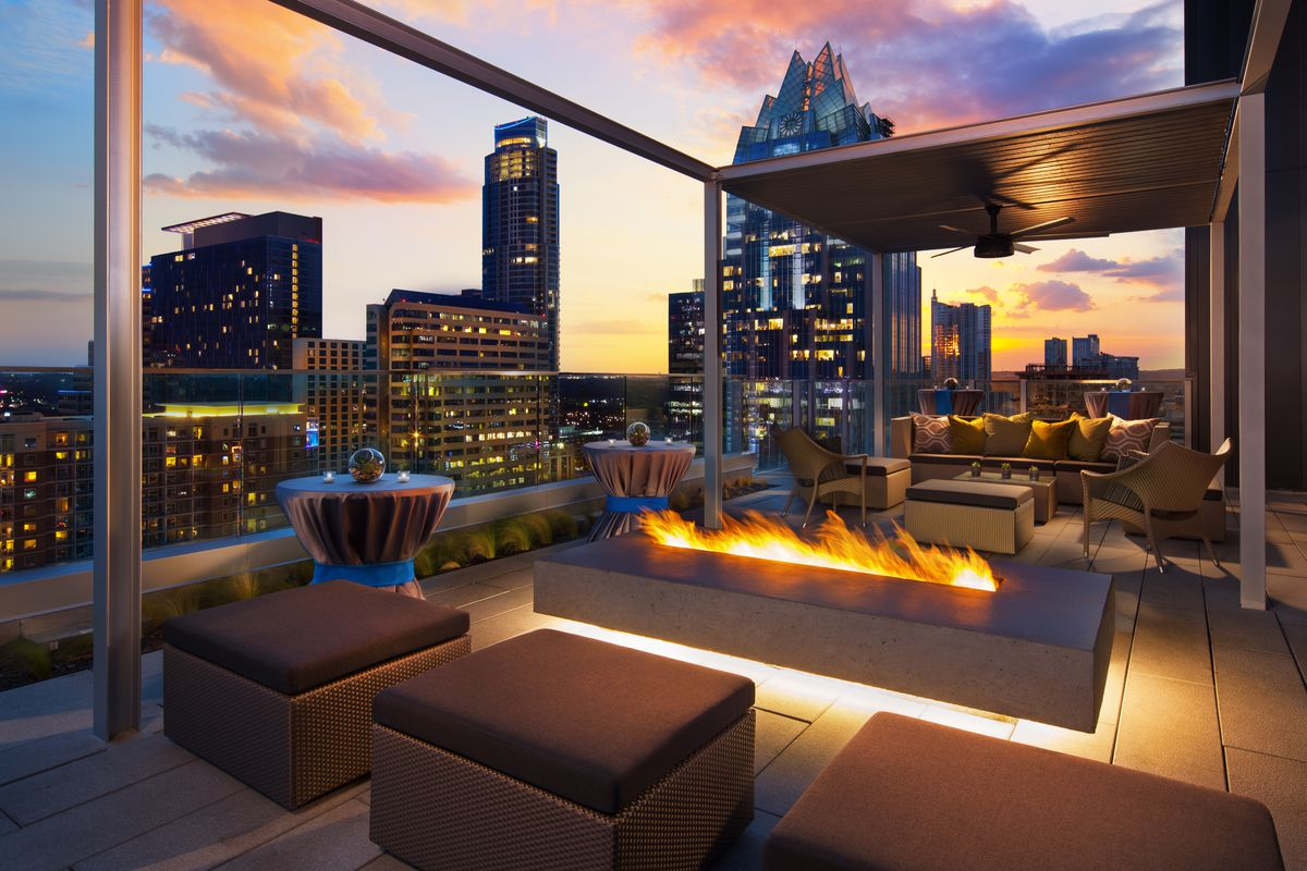 Azul, the rooftop pool and bar at the Westin Austin Downtown
